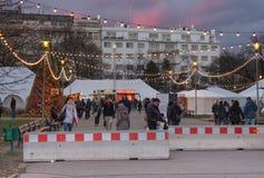 Boże Narodzenia wprowadzać na rynek przy Morawskim kwadratem przy zmierzchu czasem Zdjęcia Royalty Free