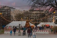 Boże Narodzenia wprowadzać na rynek przy Morawskim kwadratem przy zmierzchu czasem Zdjęcie Royalty Free