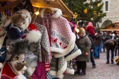 Boże Narodzenia wprowadzać na rynek przy Tallinn ` s urzędu miasta kwadratem Fotografia Stock