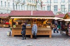 Boże Narodzenia wprowadzać na rynek przy Tallinn ` s urzędu miasta kwadratem Zdjęcie Stock