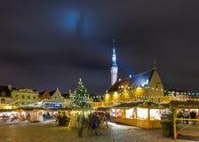 Boże Narodzenia wprowadzać na rynek przy Tallinn ` s urzędu miasta kwadratem Obraz Stock