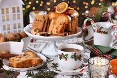 Boże Narodzenia zgłaszają z tortem i cukierkami obraz royalty free