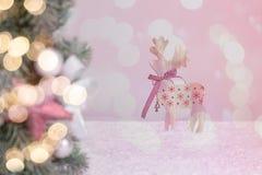 Boże Narodzenie dekorować jedlinowe gałąź z zamazanym koloru tłem Zdjęcie Stock