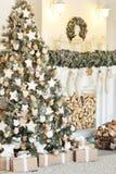 boże narodzenie izolacji dekoracji white Choinek dekoracje stwarzają ognisko domowe Fotografia Stock