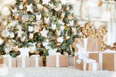 boże narodzenie izolacji dekoracji white Choinek dekoracje stwarzają ognisko domowe Zdjęcia Royalty Free