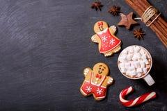 Boże Narodzenie napój Filiżanka gorąca czekolada z marshmallows, wierzchołek rywalizuje obraz royalty free