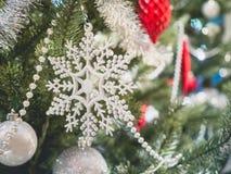 Boże Narodzenie ornamentu płatka śniegu dekoraci xmas drzewny Wakacyjny backgr Obraz Stock
