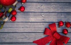 Boże Narodzenie ornamenty i łęk Zdjęcia Stock