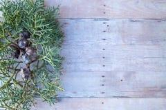 Boże Narodzenie ornamenty na drewnianym tle Fotografia Stock