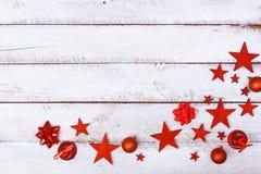 Boże Narodzenie ornamenty w kącie na bielu stole Zdjęcie Royalty Free