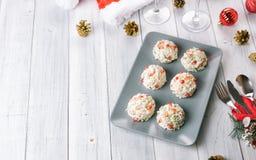 Boże Narodzenie przekąsek serowe piłki z granatowem obrazy royalty free