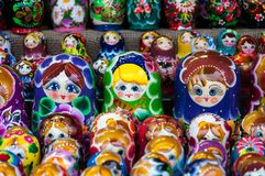 Boże Narodzenie rynek w placu czerwonym, Moskwa Sprzedaż zabawek, sławnych i popularnych baśniowi charaktery, figurki Obrazy Royalty Free
