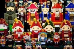 Boże Narodzenie rynek w placu czerwonym, Moskwa Sprzedaż zabawek, sławnych i popularnych baśniowi charaktery, figurki nutcracker Zdjęcia Stock