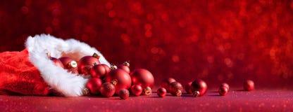 Boże Narodzenie torba Z Czerwonymi piłkami - dekoracja fotografia royalty free