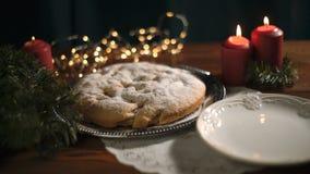 Boże Narodzenie tort jest na stole zdjęcie wideo