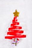 bożego narodzenia drzewo czerwony tasiemkowy obrazy stock
