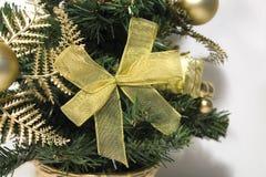 bożego narodzenia drzewo złocisty tasiemkowy Fotografia Royalty Free