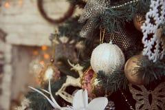 bożego narodzenia zakończenie dekorował ostrości złocistego lewy ornamentu drzewa lewy Obrazy Stock
