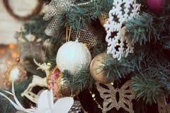 bożego narodzenia zakończenie dekorował ostrości złocistego lewy ornamentu drzewa lewy Zdjęcia Royalty Free