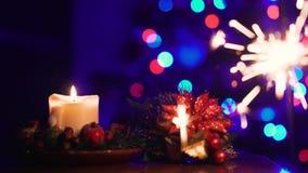 Bożenarodzeniowa świeczka i iskry Bengalia światło na choince diff 4K zbiory