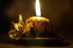Bożenarodzeniowa świeczka na poparcie płomieniu Obraz Royalty Free
