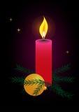 Bożenarodzeniowa świeczka przeciw ciemnemu tłu Royalty Ilustracja