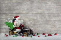 Bożenarodzeniowa dekoracja: Czerwony Santa Claus w pośpiechu kupować boże narodzenia Obrazy Royalty Free