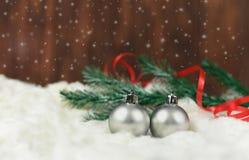 Bożenarodzeniowa dekoracja na choinki zabawki piłce srebny colo Zdjęcia Royalty Free