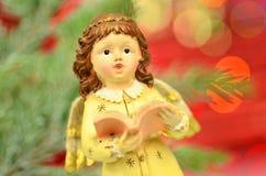 Bożenarodzeniowa dekoracja, postać małego anioła śpiewackie kolęda Fotografia Royalty Free