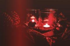 Bożenarodzeniowa dekoracja z czerwonymi lampionami Fotografia Stock