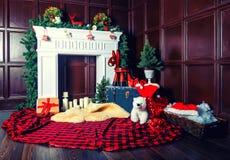 Bożenarodzeniowa dekoracja z grabą w pokoju fotografia royalty free