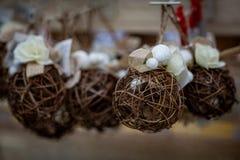 Bożenarodzeniowa drewniana piłka, nowy rok dekoracje obrazy stock