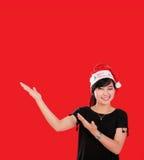 Bożenarodzeniowa dziewczyna z odgórnym copyspace nad czerwienią obrazy stock