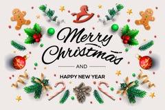 Bożenarodzeniowa kartka z pozdrowieniami z kaligraficznymi sezonów życzeniami i skład świąteczni elementy tak jak ciastka, gwiazd royalty ilustracja