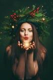 Bożenarodzeniowa kobieta dmucha magicznego pył obrazy royalty free
