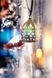 Bożenarodzeniowa lampa na zamazanym tle obrazy royalty free