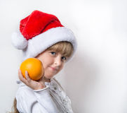 Bożenarodzeniowa mała dziewczynka i pomarańcze zdjęcia stock