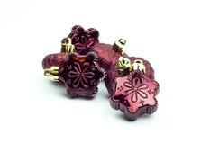 Bożenarodzeniowa płatek śniegu żarówka ornamentuje czerwień odizolowywającą Fotografia Stock