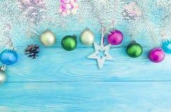 Bożenarodzeniowa piłka, drzewny wakacje na drewnianym tła świętowaniu obrazy stock
