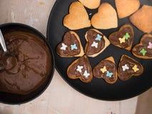 Bożenarodzeniowa piekarnia: Odgórny widok strzelał domowej roboty ciastka z chocola obrazy stock
