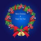 Bożenarodzeniowa sosnowa girlanda z piłkami i czerwoną łęk dekoracją, sosna w Fotografia Stock
