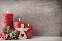 Bożenarodzeniowe świeczki i światła abstrakcjonistycznych gwiazdkę tła dekoracji projektu ciemnej czerwieni wzoru star white Zdjęcia Royalty Free