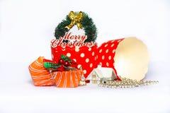 Bożenarodzeniowe babeczek dekoracje z białym backgroun Zdjęcia Royalty Free