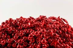 Bożenarodzeniowe dekoracje - czerwony girlandy tło Fotografia Royalty Free