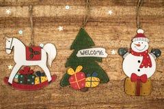 Bożenarodzeniowe dekoracje na drewnianym tle Piękni boże narodzenia ca Fotografia Stock