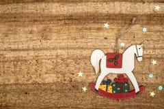 Bożenarodzeniowe dekoracje na drewnianym tle Piękni boże narodzenia ca Obraz Stock