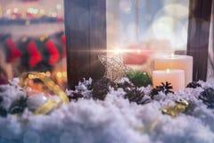 Bożenarodzeniowe dekoracje na sfałszowanym śniegu Obrazy Royalty Free