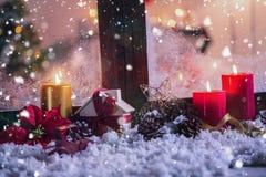 Bożenarodzeniowe dekoracje na sfałszowanym śniegu Zdjęcie Royalty Free