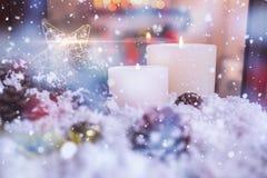 Bożenarodzeniowe dekoracje na sfałszowanym śniegu obrazy stock