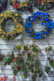 Bożenarodzeniowe dekoracje na sprzedaży przy sklepem Fotografia Stock